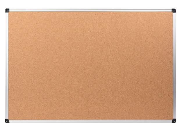 Pusta tablica ogłoszeń korka z metalową ramą aluminiową na białym tle