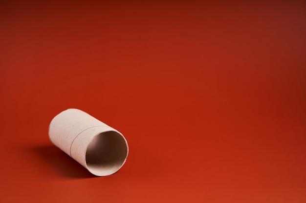 Pusta tuba po papierze toaletowym.