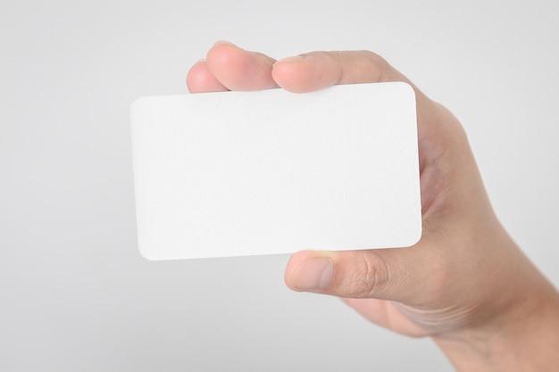 Pusta wizytówka makieta w parze na tle rozmyte biuro biurko u? ywaj? c nas contact information design templete