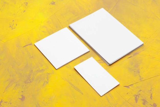 Puste artykuły papiernicze do identyfikacji marki. dla prezentacji graficznych i portfolio