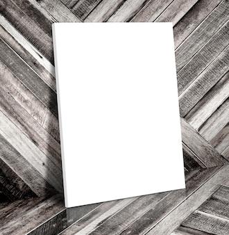 Puste białe ramki na plakat w tropikalnym drewnianym pokoju płótno rama szablon makiety do dodawania treści