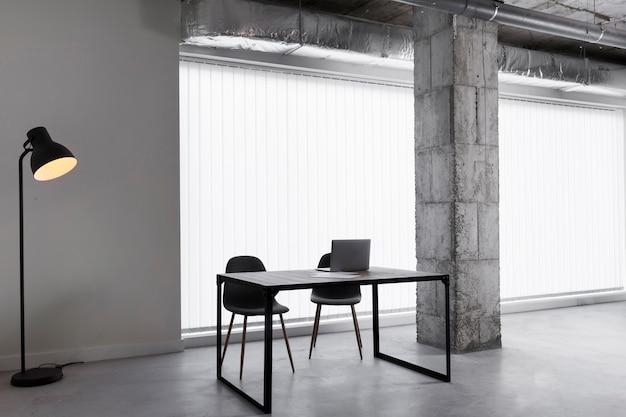 Puste biuro bez ludzi