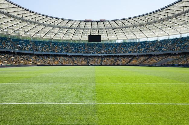 Puste boisko do piłki nożnej
