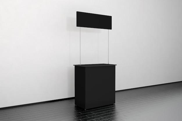 Puste czarne stoisko promocyjne stoją przy ścianie, widok z boku