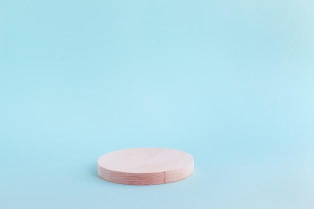 Puste drewniane podium na produkt kosmetyczny lub zdrowotny
