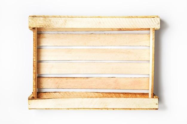 Puste drewniane pudełko na warzywa i owoce