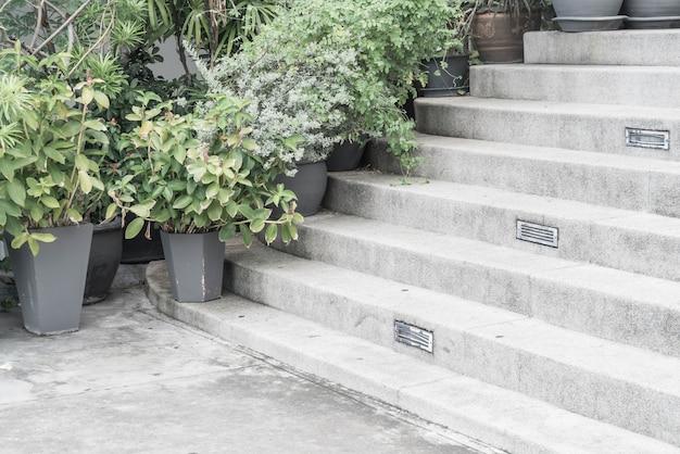 Puste kamienne schody
