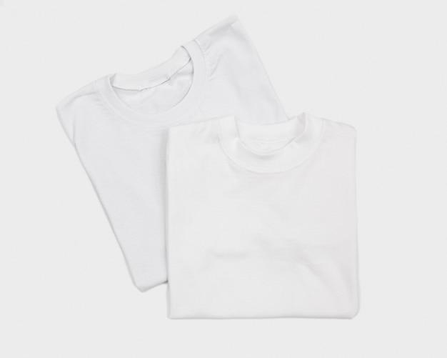 Puste koszulki na białym tle