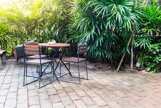 Puste krzesło drewniane