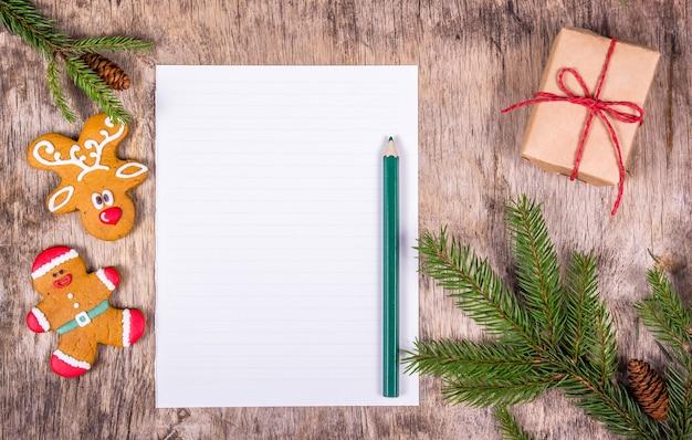 Puste litery i świąteczne ciasteczka
