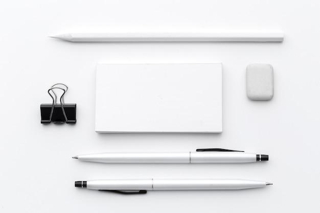 Puste materiały biurowe / marki firmowe na białym tle