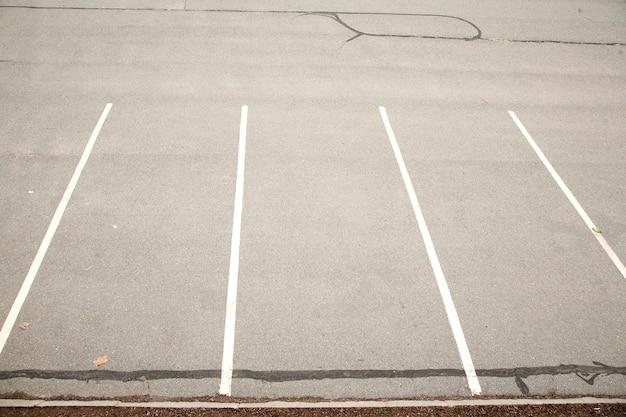 Puste miejsce na parkingu