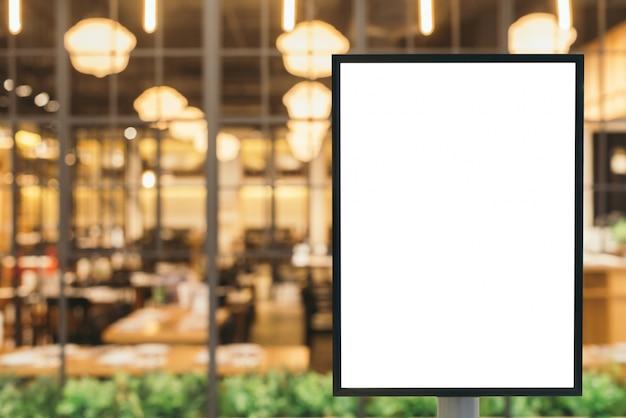 Puste miejsce znak z kopia miejsce na wiadomość tekstową lub treści w nowoczesne centrum handlowe.