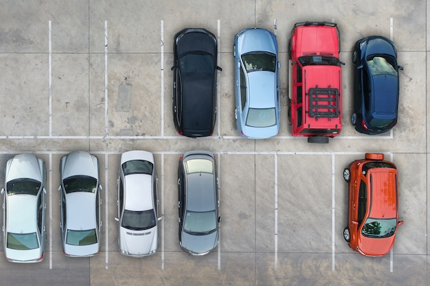 Puste parkingi, widok z lotu ptaka.
