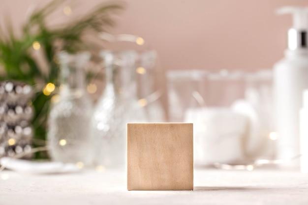 Puste podium na prezentację produktów drewniany postument na twój szablon produktu dla reklamo...