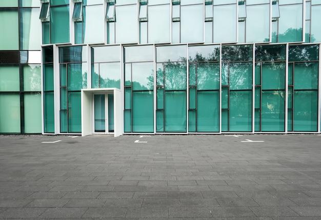 Puste podłogi i nowoczesne budynki miejskie w shenzhen, chiny