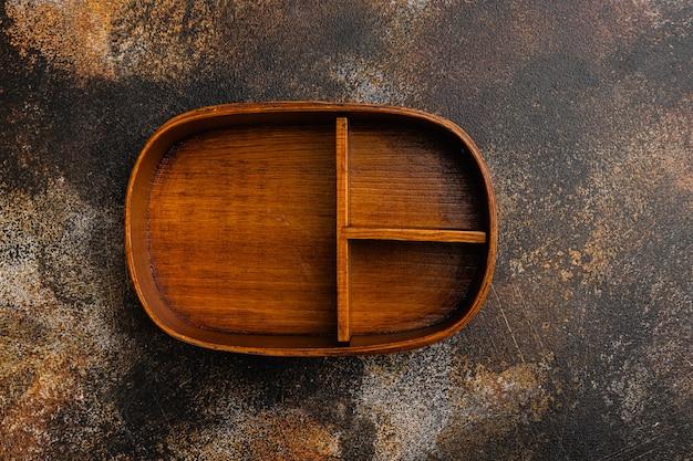 Puste pudełko bento z miejsca kopiowania tekstu lub jedzenia z miejscem kopiowania tekstu lub żywności, widok z góry płasko leżał, na starym ciemnym tle rustykalnym stołu