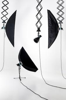 Puste studio fotograficzne z oświetleniem