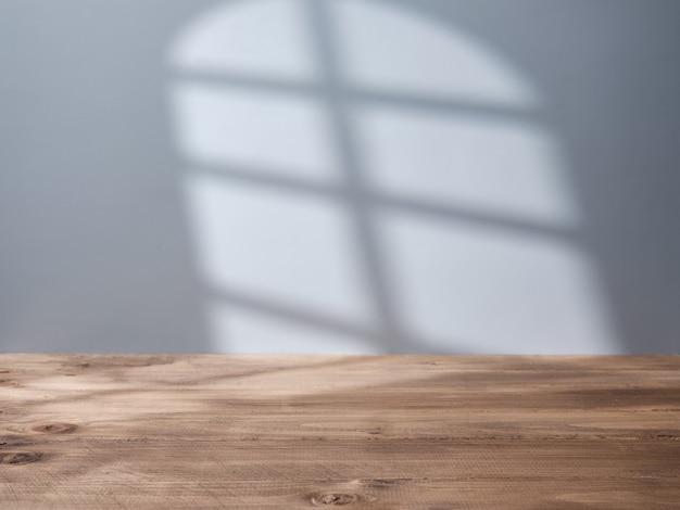 Puste tło do prezentacji produktu ze światłem z okna