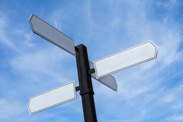 Puste znaki wskazujące w przeciwnych kierunkach