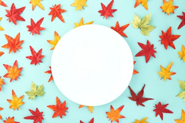 Pustego naczynia dekoracyjni halloweenowi jesień liście