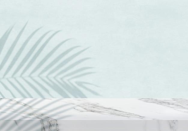 Pusty biały marmurowy blat z cieniem na zielonym tle tekstury tła produktu