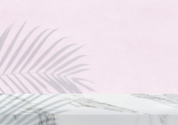 Pusty biały marmurowy blat z cieniem z różowej tekstury tła produktu w tle
