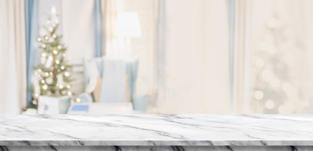 Pusty biały marmurowy blat z streszczenie ciepły salon