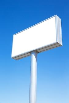 Pusty billboard gotowy do nowej reklamy