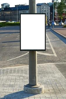 Pusty billboard na reklamę zewnętrzną