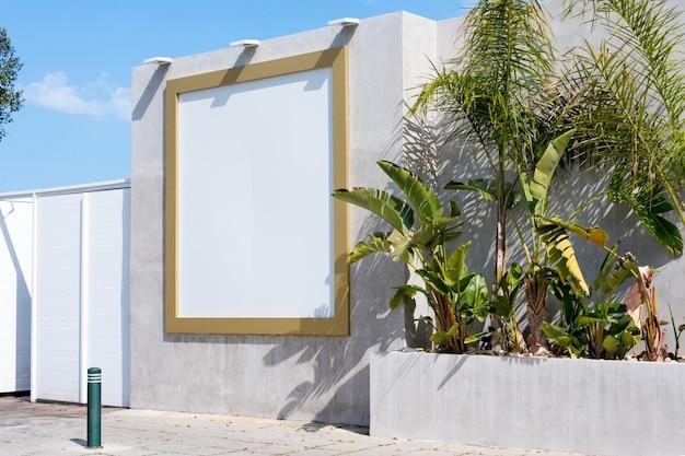 Pusty billboard na zewnątrz. makieta. pusty stojak reklamowy, tablica informacyjna