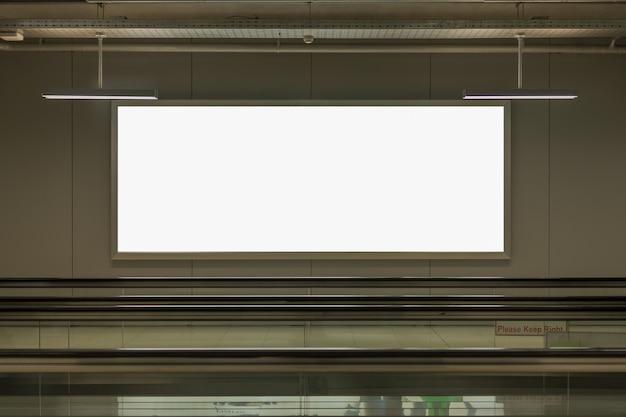 Pusty billboard reklamowy