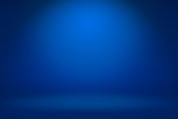 Pusty ciemnoniebieski pokój typu studio z abstrakcyjnym tłem światła i cienia