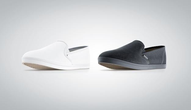 Pusty czarny i biały wsuwany but, odosobniony