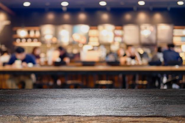 Pusty drewniany stół dla obecnego produktu na kawiarni lub napoje bezalkoholowe rozmycie tła z obrazu bokeh.