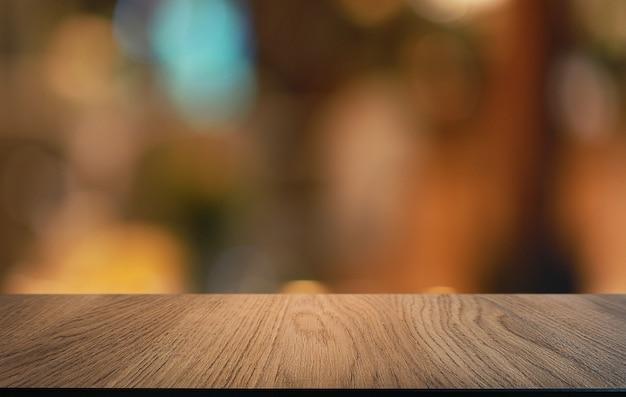 Pusty drewniany stół przed abstrakcyjnym rozmytym tłem drewnianego stolika w kawiarni z przodu może służyć do wyświetlania lub montażu produktów makieta do wyświetlania produktu xa