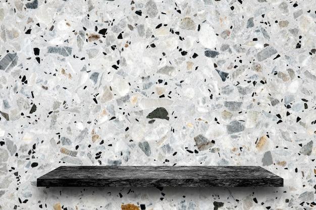 Pusty górny czarny marmurowy kamień półki na tle lastryko