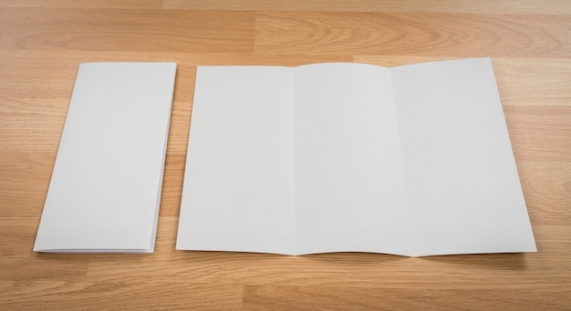 Pusty list obok kopercie