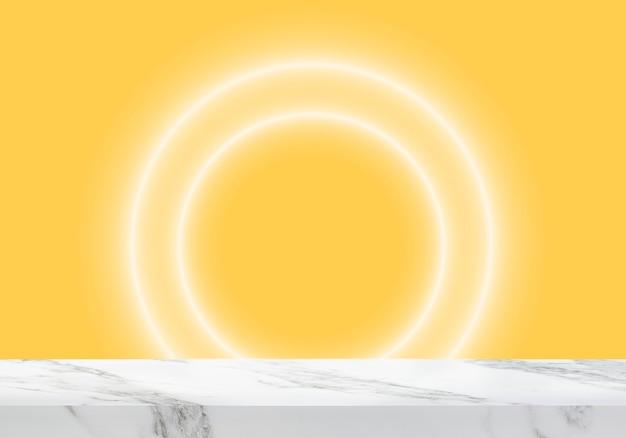 Pusty marmurowy stół z okrągłymi światłami na żółtym tle produktu w tle