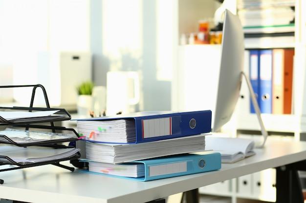 Pusty miejsce pracy w biurowym zbliżenia lub kierowniczego myśliwego zawodu wakacje wakacje sezonu sezonu nieruchomościach lokalu dzierżawienia coworking pojęcie