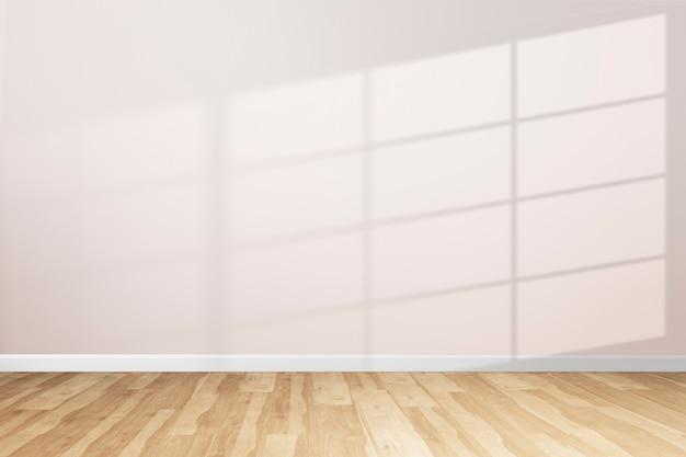 Pusty minimalny pokój z cieniem okna na różowej ścianie