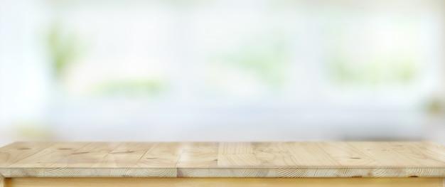 Pusty nieociosany drewniany stół z kopii przestrzenią