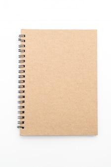 Pusty notatnik na białym tle