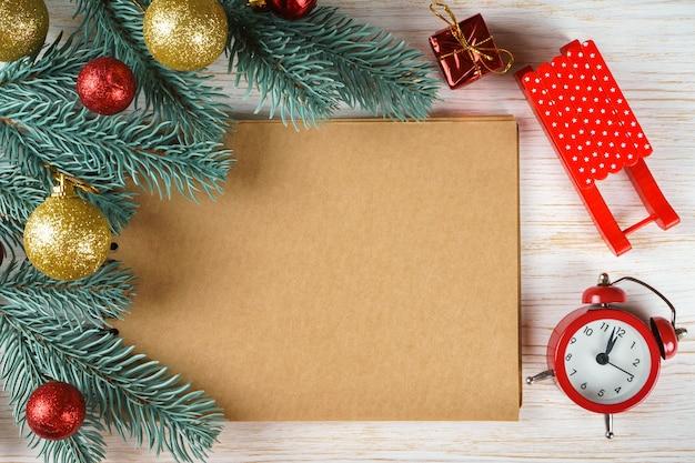 Pusty notatnik z dekoracją świąteczną