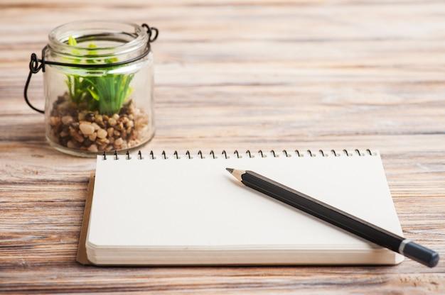 Pusty notatnik z soczystym