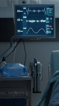 Pusty oddział szpitalny przygotowany do opieki nad pacjentem