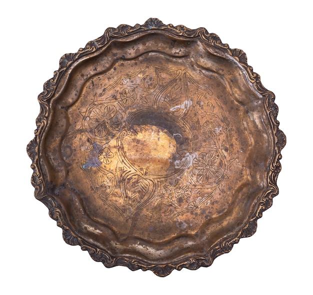 Pusty okrągły talerz miedzi na białym tle