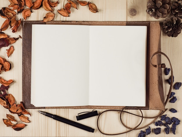 Pusty pamiętnik oglądany z góry