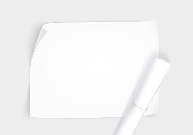 Pusty papier whatman z rolką, widok z góry na białym tle