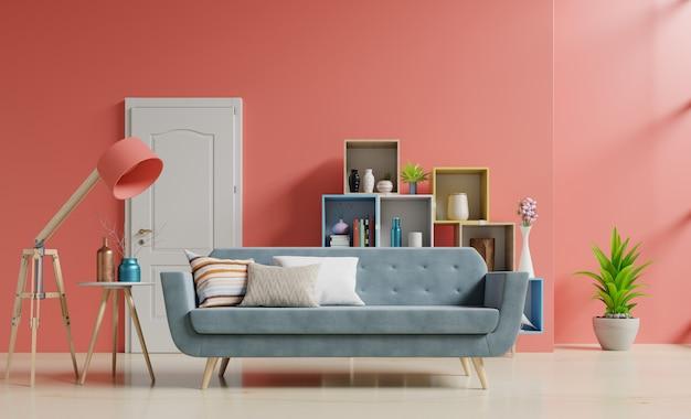 Pusty pokój dzienny z sofą i zielonymi roślinami